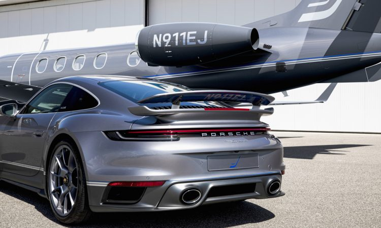 Porsche 911 exklusives Duo aus Sportwagen und Flugzeug vor besondere Edition Business Jets Embraer Phenom 300E 5 750x450 - Exklusiver Porsche 911 Turbo S bei Bestellung eines Embraer Jet
