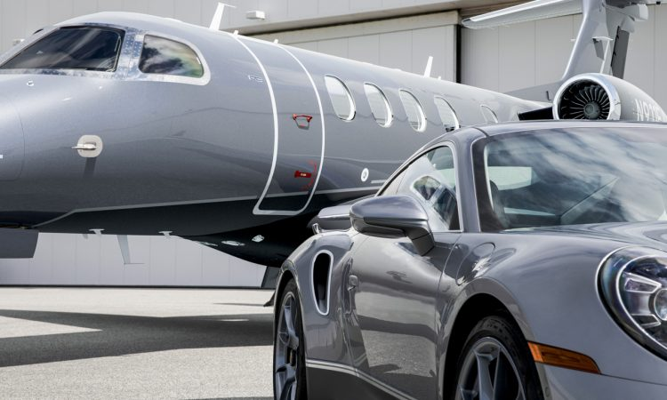 Porsche 911 exklusives Duo aus Sportwagen und Flugzeug vor besondere Edition Business Jets Embraer Phenom 300E 6 750x450 - Exklusiver Porsche 911 Turbo S bei Bestellung eines Embraer Jet