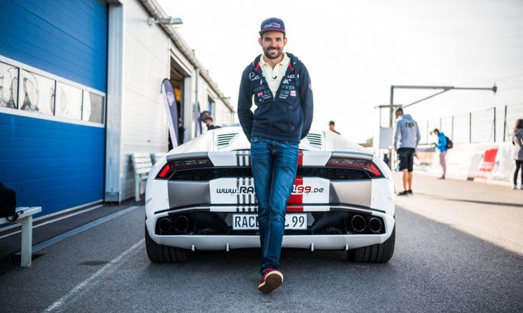 """Racepool99 Rennwagen Fahren Gutschein Lausitzring Spreewaldring Fahrbericht Testbericht AUTOmativ.de Benjamin Brodbeck 4 750x450 - """"Du hast echt Talent"""": Racepool99 am Spreewaldring, Traum vs. Erfahrungsbericht"""