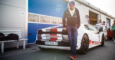 """Racepool99 Rennwagen Fahren Gutschein Lausitzring Spreewaldring Fahrbericht Testbericht AUTOmativ.de Benjamin Brodbeck 7 390x205 - """"Du hast echt Talent"""": Racepool99 am Spreewaldring, Traum vs. Erfahrungsbericht"""