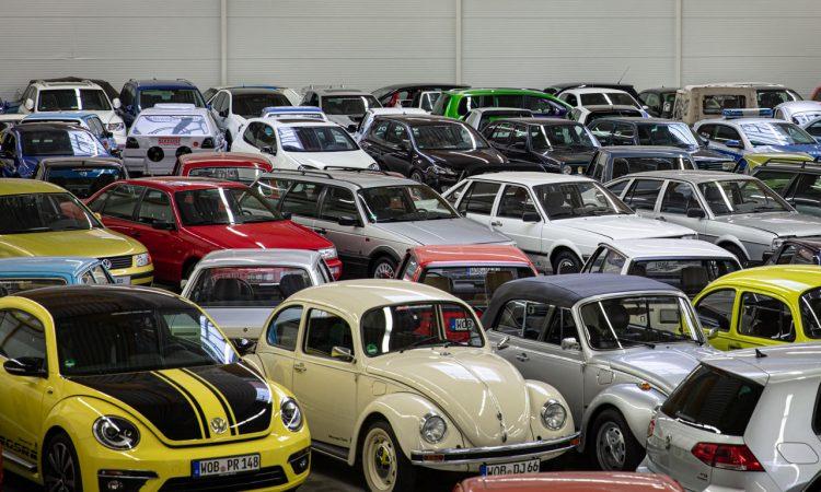 """Volkswagen VW Kaefer 1303 Cabriolet Golf 1 Cabriolet Erdbeerkoerbchen Ausfahrt Challenge AUTOmativ.de 11 750x450 - Wenn Cabrio, dann VW Käfer 1303 oder Golf 1 """"Erdbeerkörbchen""""?"""