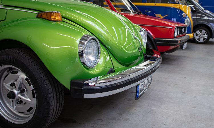 """Volkswagen VW Kaefer 1303 Cabriolet Golf 1 Cabriolet Erdbeerkoerbchen Ausfahrt Challenge AUTOmativ.de 14 750x450 - Wenn Cabrio, dann VW Käfer 1303 oder Golf 1 """"Erdbeerkörbchen""""?"""