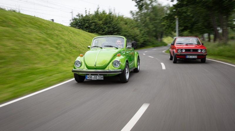 """Volkswagen VW Kaefer 1303 Cabriolet Golf 1 Cabriolet Erdbeerkoerbchen Ausfahrt Challenge AUTOmativ.de 17 800x445 - Wenn Cabrio, dann VW Käfer 1303 oder Golf 1 """"Erdbeerkörbchen""""?"""