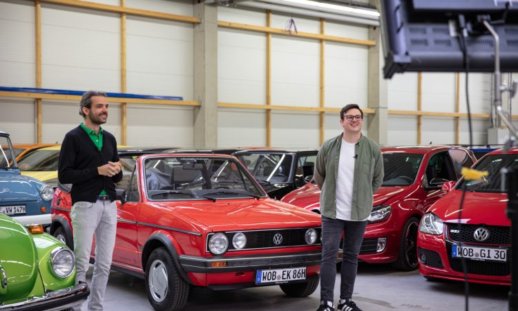 """Volkswagen VW Kaefer 1303 Cabriolet Golf 1 Cabriolet Erdbeerkoerbchen Ausfahrt Challenge AUTOmativ.de 2 750x450 - Wenn Cabrio, dann VW Käfer 1303 oder Golf 1 """"Erdbeerkörbchen""""?"""