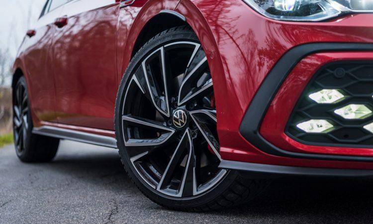 1Volkswagen VW Golf 8 GTI 2020 Handschalter Kings Red Beschleunigung Fahrwerk DCC Test und Fahrbericht AUTOmativ.de Test 20 750x450 - Fahrbericht VW Golf 8 GTI Handschalter: Rot wie ein König