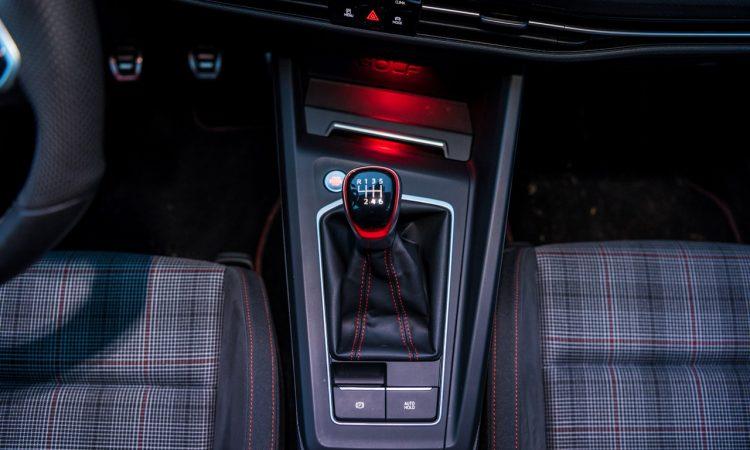 1Volkswagen VW Golf 8 GTI 2020 Handschalter Kings Red Beschleunigung Fahrwerk DCC Test und Fahrbericht AUTOmativ.de Test 45 750x450 - Fahrbericht VW Golf 8 GTI Handschalter: Rot wie ein König
