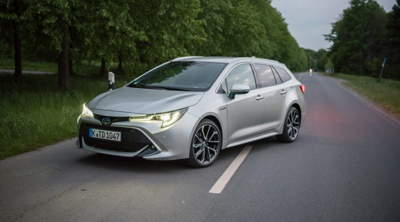 Toyota Corolla TS 2.0l Hybrid Lounge Assistenz Verbrauch Material Platz Exterieur Interieur im Test und Fahrbericht AUTOmativ.de 19 800x445 - Toyota Corolla TS 2.0l Hybrid im Test: Zeitlos geht anders