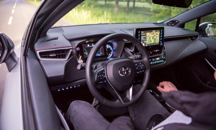 Toyota Corolla TS 2.0l Hybrid Lounge Assistenz Verbrauch Material Platz Exterieur Interieur im Test und Fahrbericht AUTOmativ.de 22 750x450 - Toyota Corolla TS 2.0l Hybrid im Test: Zeitlos geht anders