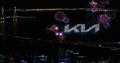 Neues KIA Logo Premiere AUTOmativ.de Hyundai 3 390x205 - Kia präsentiert komplett neues Markenlogo