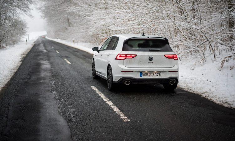 VW Golf 8 GTI Clubsport 2021 im Test und Fahrbericht 300 PS Lohnt es sich Golf GTI AUTOmativ.de Benjamin Brodbeck COVER 35 750x450 - Fahrbericht VW Golf 8 GTI Clubsport: Das ist der Echte!