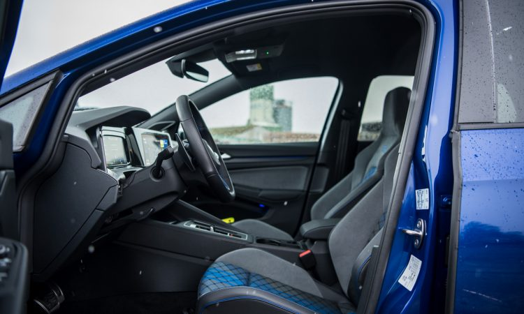 VW Golf 8 R vs. Cupra Formentor VZ 58 750x450 - VW Golf 8 R (2021) Fahrbericht: 320 PS, Torque Vectoring und Drift Mode!