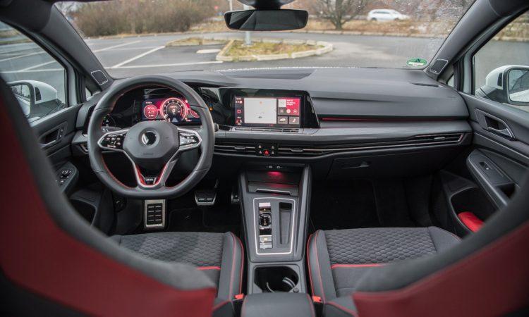 VW Golf GTI Clubsport 2021 im Test und Fahrbericht 300 PS Lohnt es sich Golf GTI AUTOmativ.de Benjamin Brodbeck 9 750x450 - Fahrbericht VW Golf 8 GTI Clubsport: Das ist der Echte!