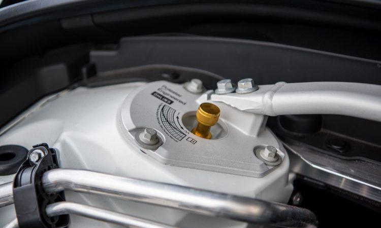 Volvo XC60 T8 Recharge AWD Polestar Engineered Crystal White Pearl Test und Fahrbericht Oehlins Stossdaempfer Fahrwerk Preis Ausstattung AUTOmativ.de Benjamin Brodbeck 11 750x450 - Volvo XC60 T8 Polestar (2021) Test: Ö(h)l ins Feuer?
