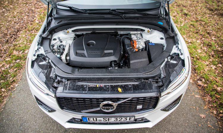 Volvo XC60 T8 Recharge AWD Polestar Engineered Crystal White Pearl Test und Fahrbericht Oehlins Stossdaempfer Fahrwerk Preis Ausstattung AUTOmativ.de Benjamin Brodbeck 12 750x450 - Volvo XC60 T8 Polestar (2021) Test: Ö(h)l ins Feuer?