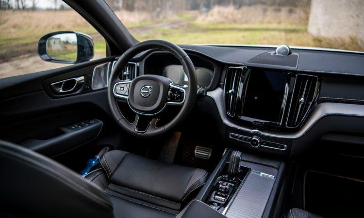 Volvo XC60 T8 Recharge AWD Polestar Engineered Crystal White Pearl Test und Fahrbericht Oehlins Stossdaempfer Fahrwerk Preis Ausstattung AUTOmativ.de Benjamin Brodbeck 50 750x450 - Volvo XC60 T8 Polestar (2021) Test: Ö(h)l ins Feuer?