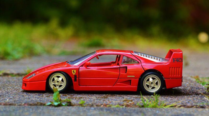 Modellauto Ferrari 800x445 - Der Traum in Miniatur: Modellautos und ihr wunderbares Paralleluniversum