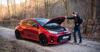 Toyota GR Yaris 2021 261 PS Allrad Karmina Rot Test und Fahrbericht WRC AUTOmativ.de Benjamin Brodbeck 35 390x205 - Toyota GR Yaris (2021) im Test und Deep-Dive: WRC-Rallyeauto für alle!