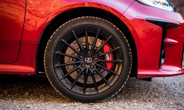 Toyota GR Yaris 2021 261 PS Allrad Karmina Rot Test und Fahrbericht WRC AUTOmativ.de Benjamin Brodbeck 7 750x450 - Toyota GR Yaris (2021) im Test und Deep-Dive: WRC-Rallyeauto für alle!