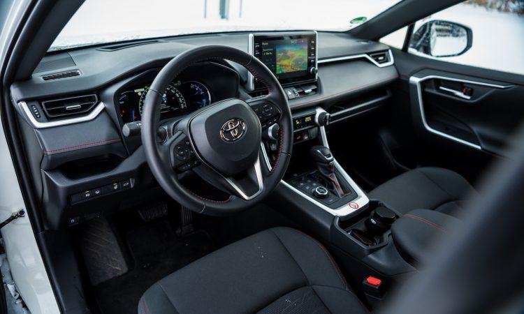 Toyota RAV4 Plug in Hybrid PHEV Test Fahrbericht AUTOmativ.de 15 750x450 - Fahrbericht Toyota RAV4 PHEV: 306 PS-Hybrid-SUV perfekt für den Winter?