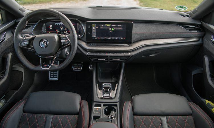 Skoda Octavia RS iV PHEV WIRKLICH ein RS Fahrdynamik Ausstattung Test mit Benjamin Brodbeck 45 750x450 - Skoda Octavia RS iV (2021): Sportlich dank Plug-in Hybrid