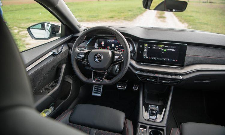 Skoda Octavia RS iV PHEV WIRKLICH ein RS Fahrdynamik Ausstattung Test mit Benjamin Brodbeck 46 750x450 - Skoda Octavia RS iV (2021): Sportlich dank Plug-in Hybrid