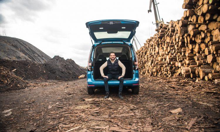 Volkswagen VW Caddy Move 2.0 TDI Test Fahrbericht Exterieur Ausstattung Fahrkomfort Innenraumgeraeusch Preise Review AUTOmativ.de Benjamin Brodbeck 16 750x450 - Neuer VW Caddy 2.0 TDI im Test: Kann der MQB-Nutzi so komfortabel wie der Golf?