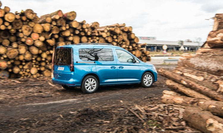 Volkswagen VW Caddy Move 2.0 TDI Test Fahrbericht Exterieur Ausstattung Fahrkomfort Innenraumgeraeusch Preise Review AUTOmativ.de Benjamin Brodbeck 29 750x450 - Neuer VW Caddy 2.0 TDI im Test: Kann der MQB-Nutzi so komfortabel wie der Golf?