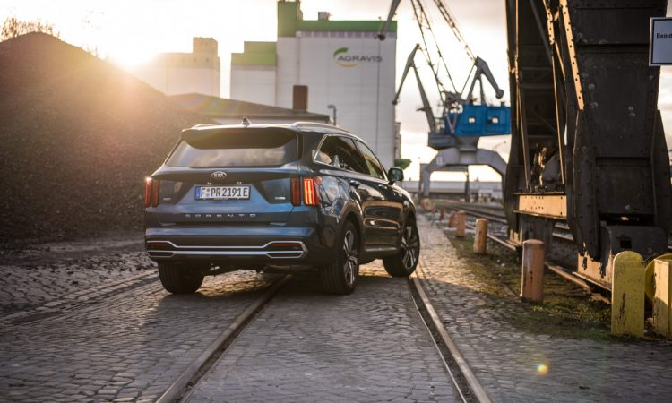 Kia Sorento 1.6 T GDi Plug in Hybrid AWD 7 Sitzer Mineral Blue Verbrauch Ausstattung Interieur Autobahn Fahrbericht und Test Review AUTOmativ.de Benjamin Brodbeck 1 750x450 - Wann lohnt sich der Kia Sorento 1.6 T-GDi PHEV als 7-Sitzer? Fahrbericht!