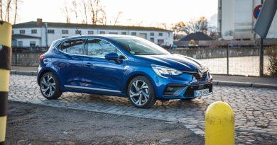 Renault Clio E Tech 140 Hybrid Test AUTOmativ.de HQ 2 390x205 - Renault Clio E-Tech 140 im Fahrbericht: Kompliziert - aber schick!