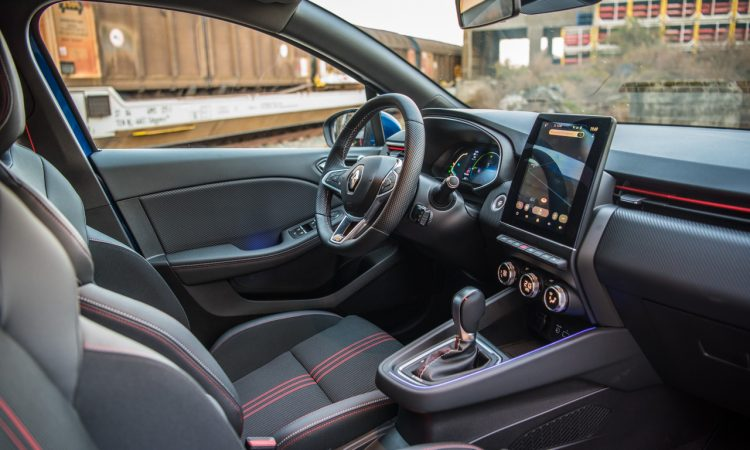 Renault Clio E Tech 140 Hybrid Test AUTOmativ.de HQ 51 750x450 - Renault Clio E-Tech 140 im Fahrbericht: Kompliziert - aber schick!