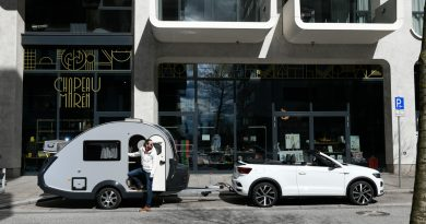TaB 320 von Knaus Tabbert 650 Kg Mini Retro Wohnanhaenger mit VW T Roc Cabriolet R Line AUTOmativ 12 390x205 - Die zulässige Anhängelast beim PKW: Beladung, Führerschein, Punkte und Strafen