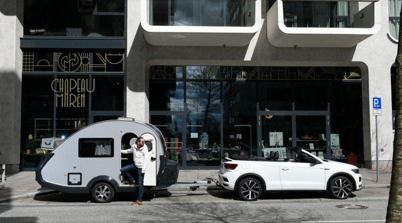 TaB 320 von Knaus Tabbert 650 Kg Mini Retro Wohnanhaenger mit VW T Roc Cabriolet R Line AUTOmativ 12 800x445 - Die zulässige Anhängelast beim PKW: Beladung, Führerschein, Punkte und Strafen