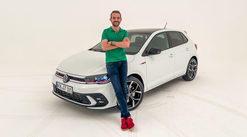 Volkswagen VW Polo GTI 2021 2022 erste Sitzprobe Studio Premiere Test Pure White AUTOmativ.de Benjamin Brodbeck 1 1 800x445 - Sitzprobe VW Polo GTI Facelift (MJ 2022): 207 PS für 30.300 Euro