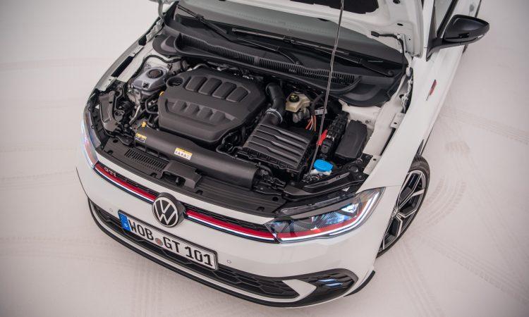 Volkswagen VW Polo GTI 2021 2022 erste Sitzprobe Studio Premiere Test Pure White AUTOmativ.de Benjamin Brodbeck 18 750x450 - Sitzprobe VW Polo GTI Facelift (MJ 2022): 207 PS für 30.300 Euro