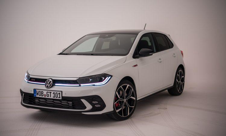 Volkswagen VW Polo GTI 2021 2022 erste Sitzprobe Studio Premiere Test Pure White AUTOmativ.de Benjamin Brodbeck 2 750x450 - Sitzprobe VW Polo GTI Facelift (MJ 2022): 207 PS für 30.300 Euro