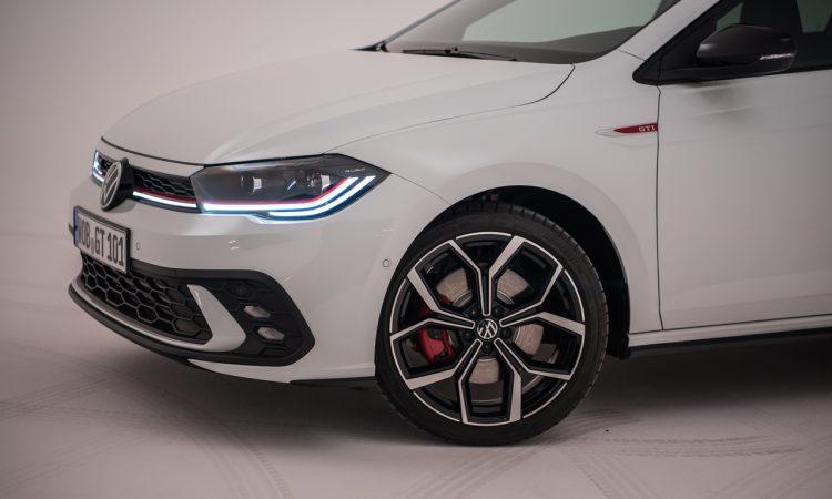 Volkswagen VW Polo GTI 2021 2022 erste Sitzprobe Studio Premiere Test Pure White AUTOmativ.de Benjamin Brodbeck 9 750x450 - Sitzprobe VW Polo GTI Facelift (MJ 2022): 207 PS für 30.300 Euro