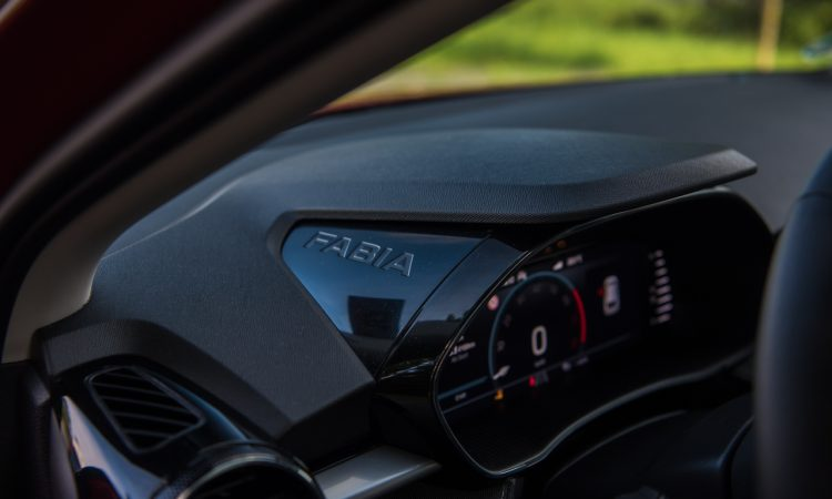Skoda Fabia 1.0 TSI Style 81 kW Velvet Rot Fahrbericht Test Review AUTOmativ.de Benjamin Brodbeck 31 750x450 - Fahrbericht neuer Skoda Fabia (1.0 TSI): Cleverster Kleinwagen überhaupt?
